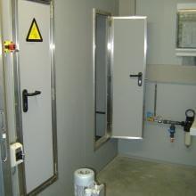 Sehr kleine Tür in Lüftwaschanlage